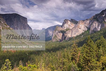 Yosemite Valley from Tunnel View, UNESCO World Heritage Site, California, United States of America, North America