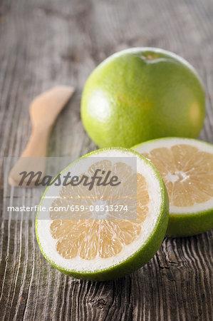 An arrangement of grapefruit