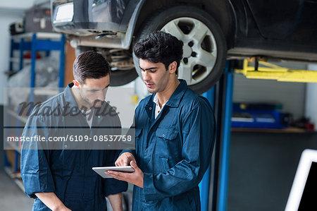 Mechanics interact using digital tablet