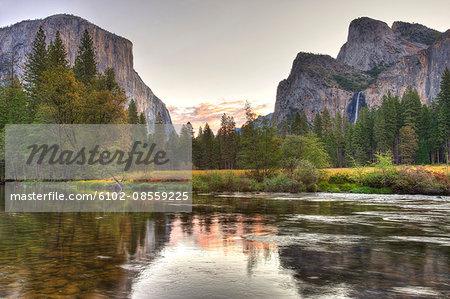 Mountainous landscape in Yosemite National Park