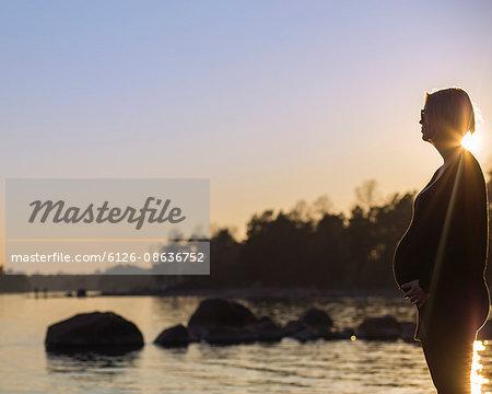 Finland, Uusimaa, Helsinki, Lauttasaari, Pregnant woman looking at sea