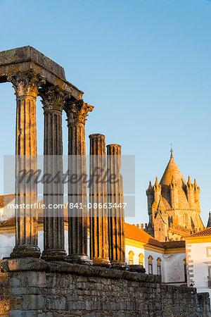 Roman temple of Diana in front of the Santa Maria Cathedral, UNESCO World Heritage Site, Evora, Alentejo, Portugal, Europe
