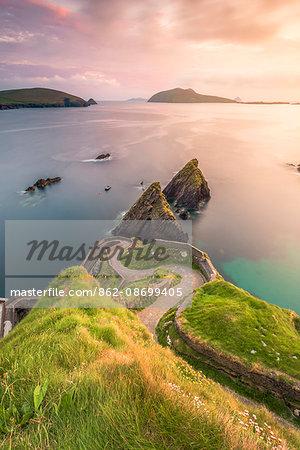 Dunquin pier (Dún Chaoin), Dingle peninsula, County Kerry, Munster province, Ireland, Europe.
