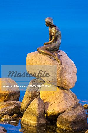 Denmark, Hillerod, Copenhagen. The Little Mermaid Statue on the Langelinie promenade was designed by Edvard Eriksen and completed in 1913.