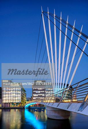 Europe, United Kingdom, England, Lancashire, Manchester, Salford Quays, Media City Footbridge