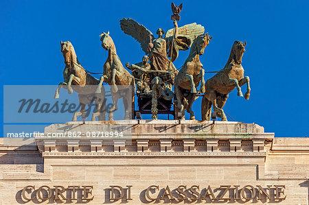 Quadriga on top of the Corte Suprema di Cassazione and Procura Generale della Repubblica di Roma, Piazza dei Tribunali, Parione, Rome, Lazio, Italy.