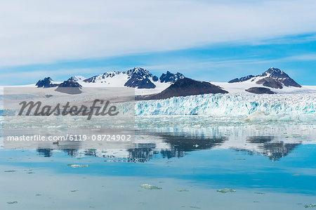 Lilliehook glacier in Lilliehook fjord, a branch of Cross Fjord, Spitsbergen Island, Svalbard Archipelago, Arctic, Norway, Scandinavia, Europe