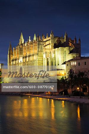 Catedral de Santa María de Palma de Mallorca at Night, Palma, Mallorca, Spain