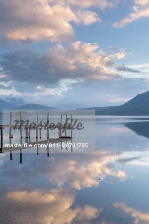 Brandlehow Bay, Borrowdale, Lake Derwent Water at daybreak, Lake District National Park, Cumbria, England, United Kingdom, Europe