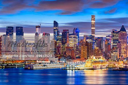 New York City skyline in Midtown Manhattan at dawn.