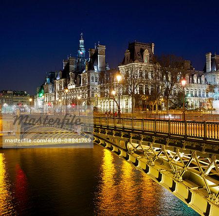 France, Paris, Pont d'Arcole at night