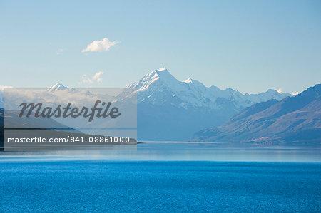 View across tranquil Lake Pukaki to Aoraki  (Mount Cook), near Twizel, Mackenzie district, Canterbury, South Island, New Zealand, Pacific