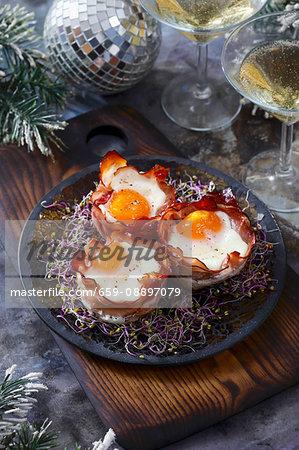 Eggs baked in ham