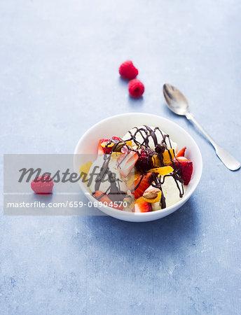 Vanilla ice cream with berries and chocolate sauce