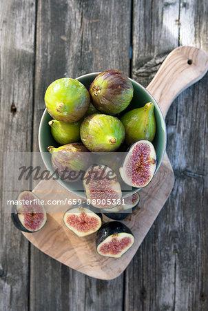 Fresh figs in a bowl