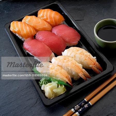 Nigiri sushi with salmon, tuna and prawns (Japan)