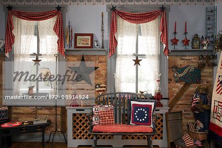 Lancaster B&B living room with country décor, 1825 Inn, Palmyra, PA.