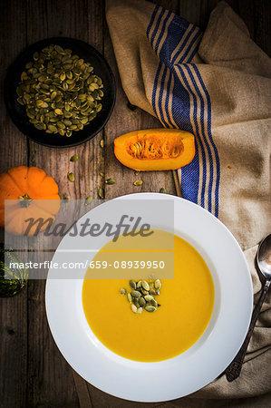 Cream of pumpkin soup with pumpkin seeds (seen from above)