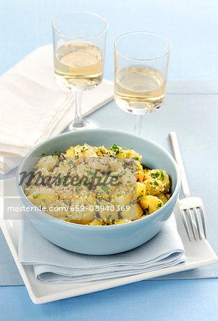 Gnocchi al ragù di mare (gnocchi with seafood ragout, pistachios and sesame seeds, Italy)