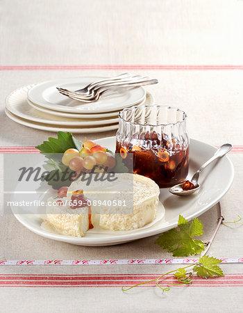 vRobiola con composta di uva e nocciole (robiola with a great and hazelnut compote, Italy)