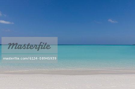 Seascape view blue tropical ocean under sunny blue sky
