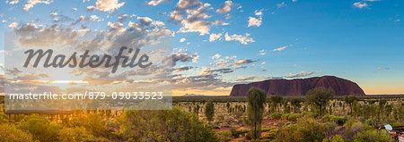 Uluru (Ayers Rock), Uluru-Kata Tjuta National Park, Northern Territory, Central Australia, Australia.