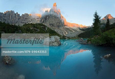 Sorapis Lake, Dolomites, Sorapis Group, Cortina d'Ampezzo, Belluno, Italy.