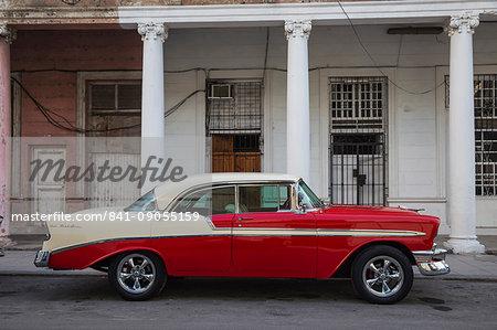 Vintage car, Habana Vieja (Old Town), Havana, Cuba, West Indies, Central America