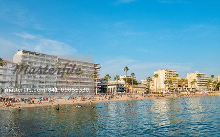 Busy beach in Juan les Pins, Cote d'Azur, Provence, France, Mediterranean, Europe