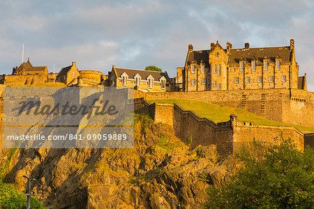 View of Edinburgh Castle from Princes Street, UNESCO World Heritage Site, Edinburgh, Scotland, United Kingdom, Europe