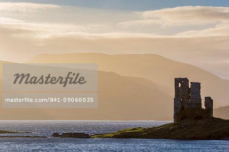Loch Assynt and Ardvreck Castle, Lochinver, Sutherland, Highlands, Scotland, United Kingdom, Europe
