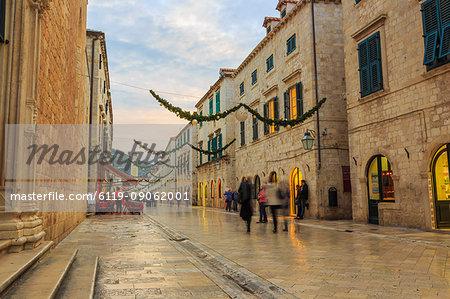 Stradun (Placa), pedestrian promenade, after sunset, evening blue hour, Old Town, Dubrovnik, UNESCO World Heritage Site, Croatia, Europe