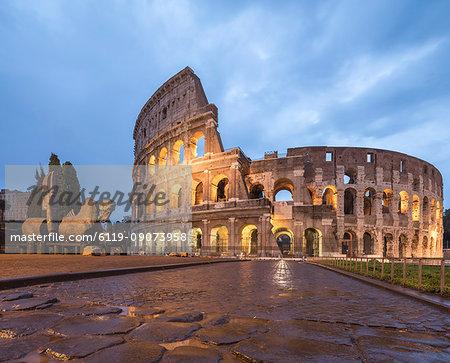 Dusk lights on the Colosseum (Flavian Amphitheatre), UNESCO World Heritage Site, Rome, Lazio, Italy, Europe