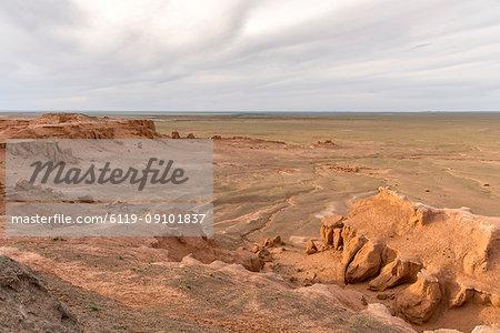 Flaming cliffs, Bajanzag, South Gobi province, Mongolia, Central Asia, Asia