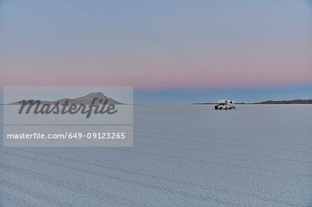 Recreational vehicle, travelling across salt flats, Salar de Uyuni, Uyuni, Oruro, Bolivia, South America