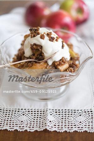 Apple crisp with cream