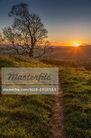 View of sunset from path on Baslow Edge, Baslow, Peak District National Park, Derbyshire, England, United Kingdom, Europe