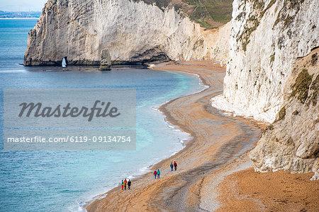 Tourists on Durdle Door beach on the Jurassic Coast, UNESCO World Heritage Site, Dorset, England, United Kingdom, Europe