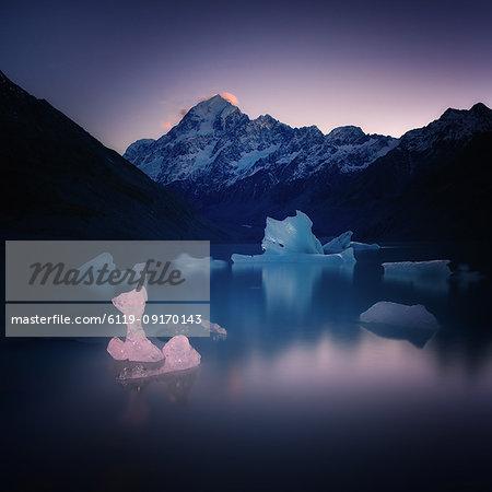 Hooker Glacier Lake, Mount Cook (Aoraki), Hooker Valley Trail, UNESCO World Heritage Site, South Island, New Zealand, Pacific