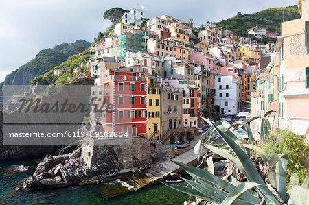 Colourful buildings by sea, Riomaggiore, Cinque Terre, UNESCO World Heritage Site, Liguria, Italy, Europe