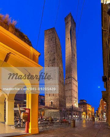 Piazza Ravegnana, Bologna, Emilia-Romagna, Italy, Europe