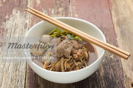 Minced pork noodles (Namtok noodles)