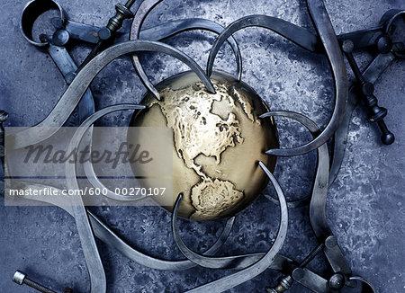 Callipers around Globe