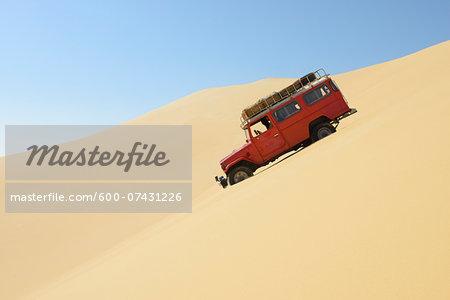 Four Wheel Drive Car in Desert, Matruh, Great Sand Sea, Libyan Desert, Sahara Desert, Egypt, North Africa, Africa
