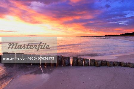 Groyne at Baltic Sea before Sunrise, Zingst, Darss, Fischland-Darss-Zingst, Mecklenburg-Western Pomerania, Germany