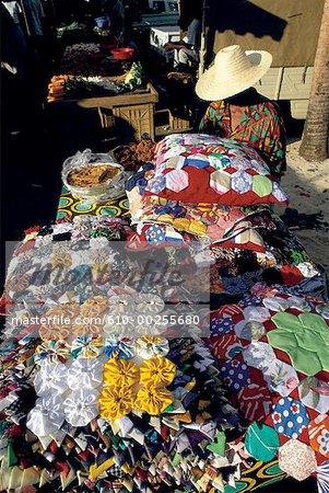 Reunion, Fabric salesman and his stall