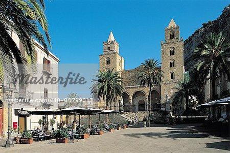 Italy, Sicily, Cefalu, Duomo square