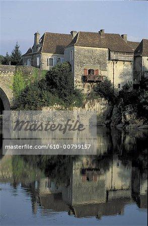 France, Pyrénées Atlantiques (64), Aquitaine, Orthez, reflet sur le gave de Pau