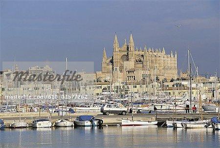 Spain, Balearic Islands, Majorca, Palma de Majorca, harbour and cathedral