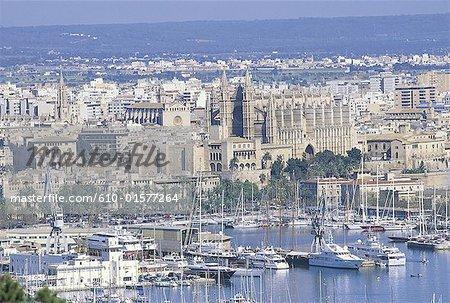 Spain, Balearic Islands, Majorca, Palma de Majorca, harbour and city general view